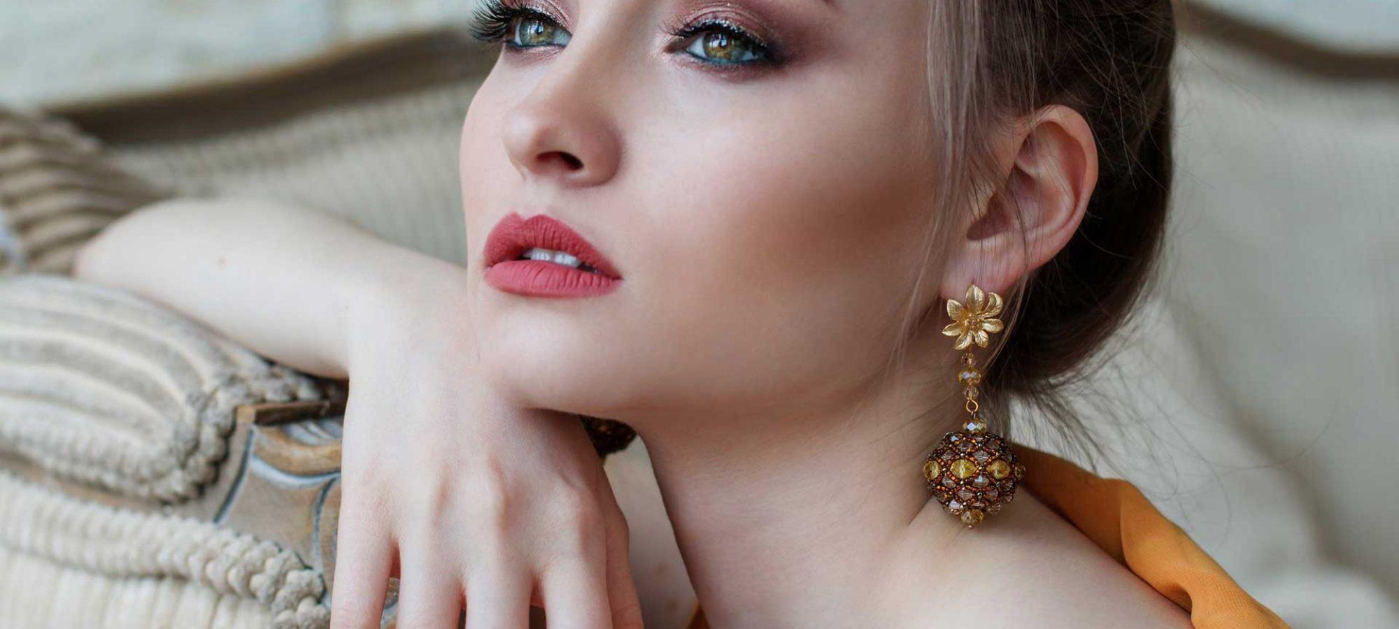 fashion-model-green-eyed